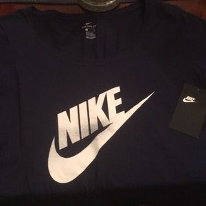 The Nike Tee woman's small Size New!